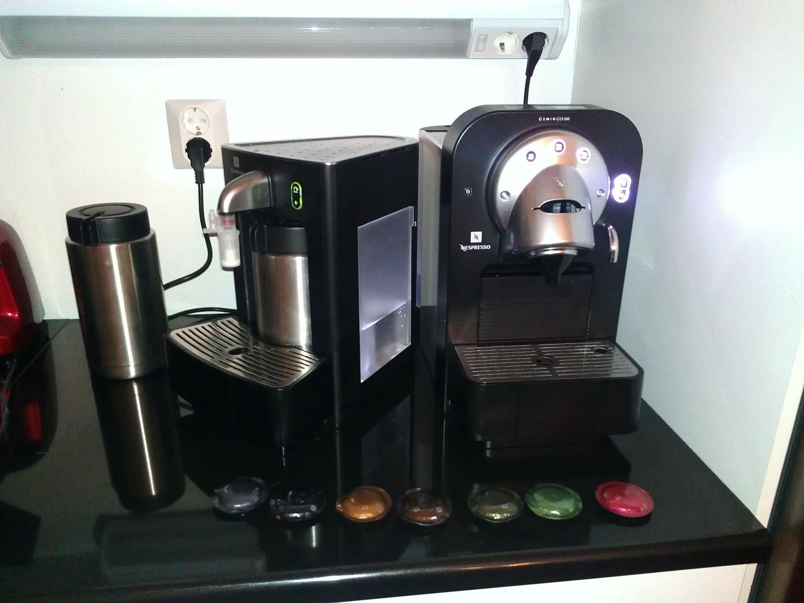myyd n nespresso gemini cs100 pro ja maitovaahdotin cs20. Black Bedroom Furniture Sets. Home Design Ideas